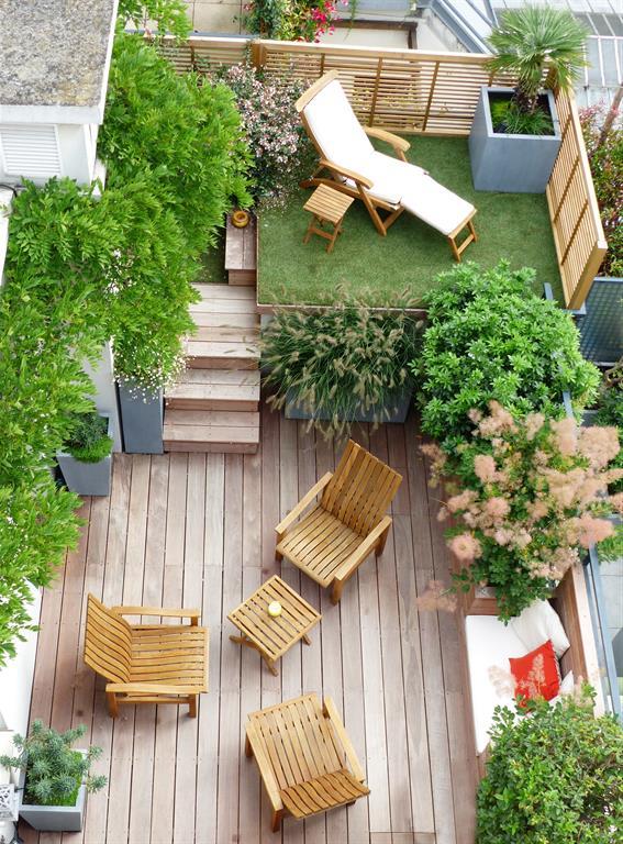 Petit jardin sur deux niveaux am nag avec terrasses for Prix toit terrasse au m2