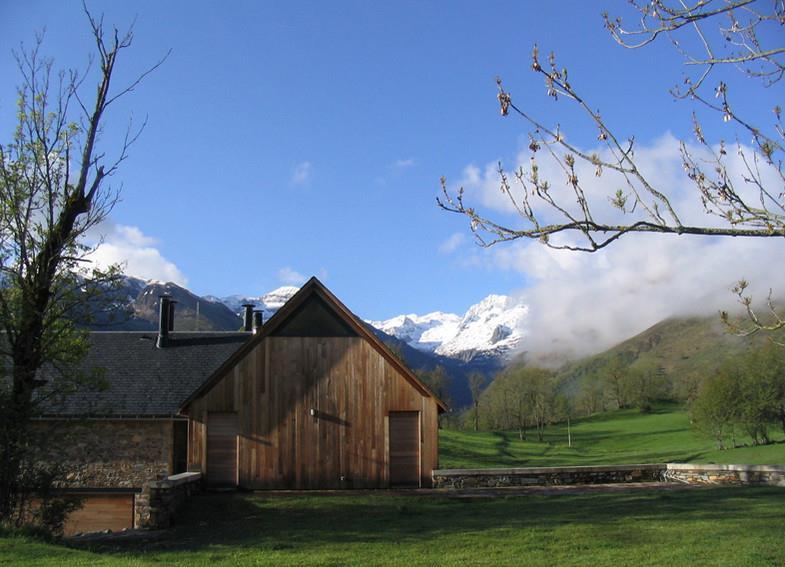 Maison en bois et pierre de type chalet ggr architectes for Chalet et maison en bois