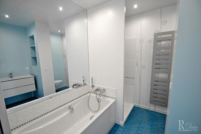 image salle de bain moderne blanche et bleue sylvie briand - Salle De Bain Contemporaine Blanche