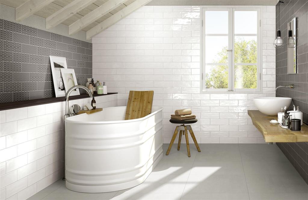 Salle De Bain Retro Blanche : Murs en céramique blanche brillante et accent - Ragno photo n°90 ...