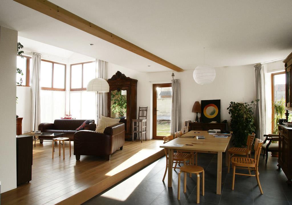Salon d limit de la salle manger par le changement de sol for Modele salle a manger moderne
