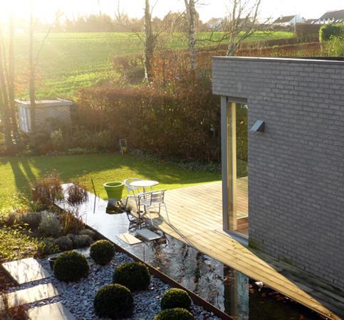 Jardin avec all e qui traverse un bassin megg photo n 81 for Bassin design
