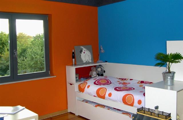 chambre b b bleu et orange id e inspirante pour la conception de la maison. Black Bedroom Furniture Sets. Home Design Ideas