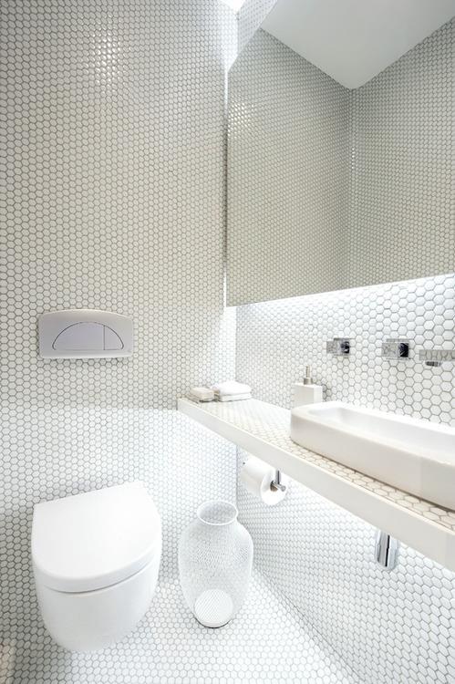 visite priv e dun appartement r nov barcelone pour - Salle De Bain Mosaique Blanche