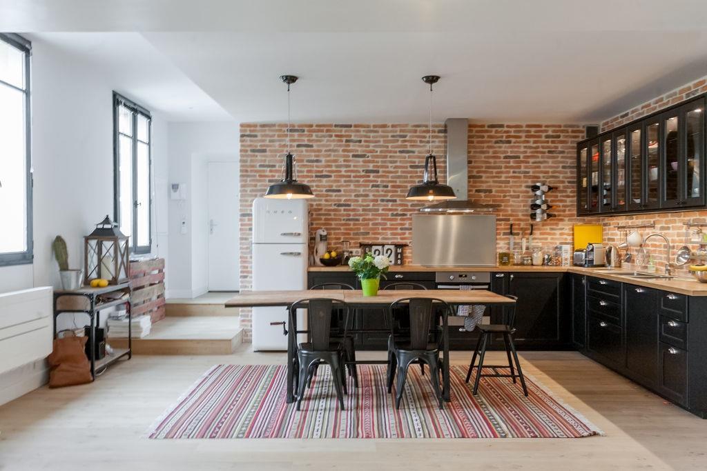 Cuisine moderne avec brique rouge for Cuisine style industriel