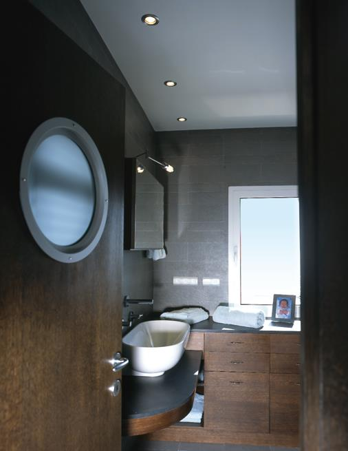 ambiance bois pour cette salle de bain s bastien pisani. Black Bedroom Furniture Sets. Home Design Ideas