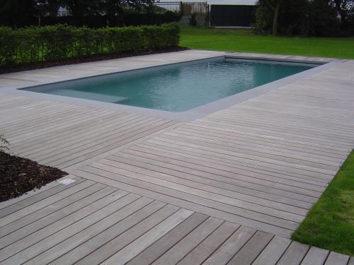 terrasse bois piscine margelle terrasse de piscine en bois quel budget  ~ Terrasse De Piscine En Bois