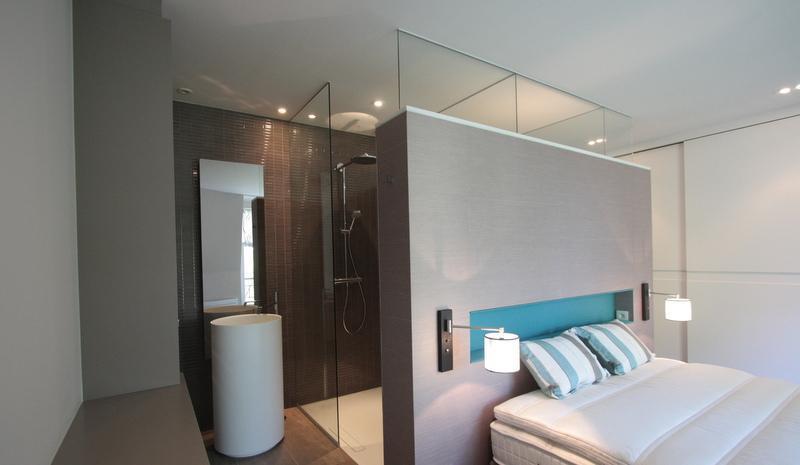 parentale  des idées pour séparer la chambre de la salle de bains