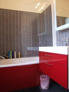 Restructuration extension d 39 une maison - Salle de bain rouge et grise ...