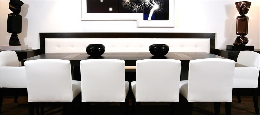 Association des chaises face une longue banquette - Banquette salle a manger ...