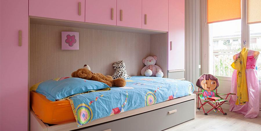chambre d 39 enfant au mobilier modulable avec lit escamotable. Black Bedroom Furniture Sets. Home Design Ideas