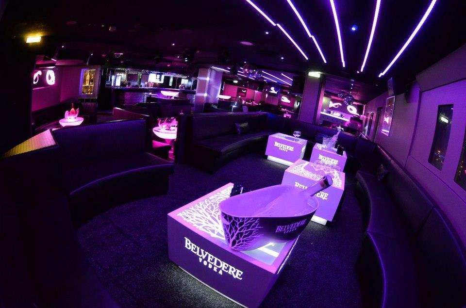 Mobilier sur mesure salon vip les marches nightclub for Exterieur boite de nuit