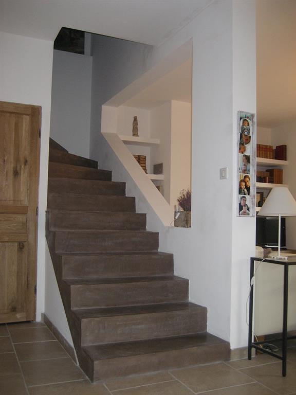 Escalier en b ton cir ton chocolat natacha bouveron for Beton cire escalier interieur