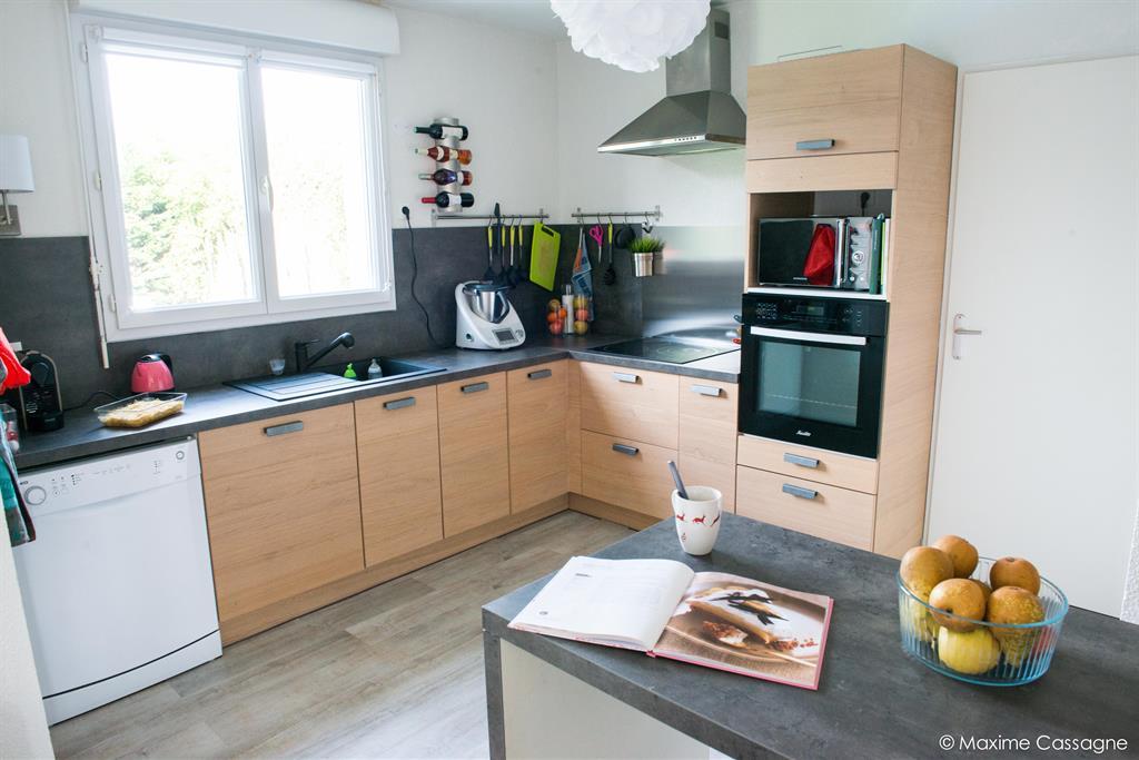Meuble de cuisine en bois moderne for Meuble de cuisine moderne