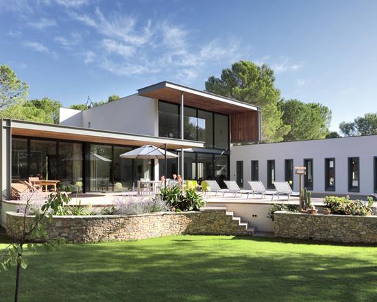 Villa Avec Terrasse : Villa cubique blanche avec terrasse et jardin A plus