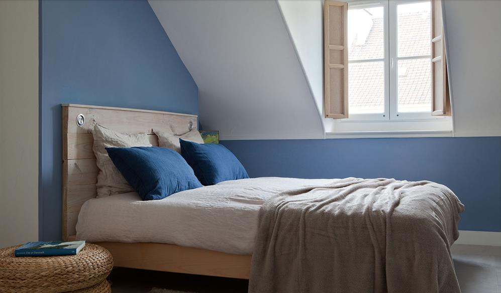 chambre mansardee 2 couleurs 294805 chambre adultes moderne chambre bleue - Peindre Une Chambre Mansardee