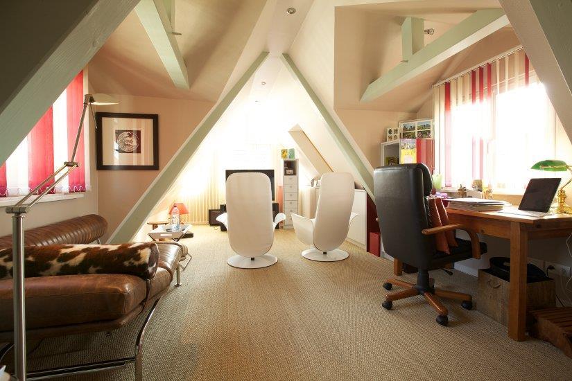 agencement d 39 un espace bureau sous combles a3d photo n 63. Black Bedroom Furniture Sets. Home Design Ideas