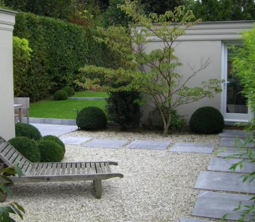 jardin avec gravillons et grands pas japonais jardin et