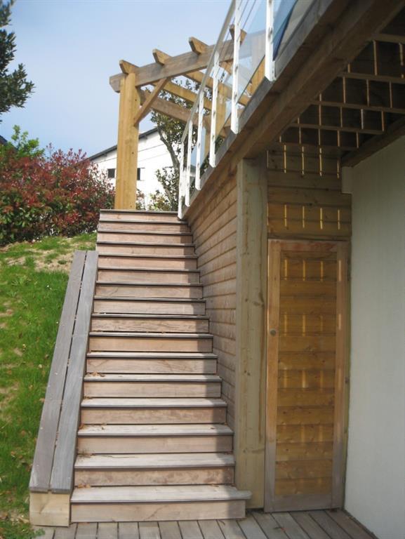 Escalier Bois Exterieur : 318950-escalier-moderne-escalier-d-exterieur-en-bois.jpg