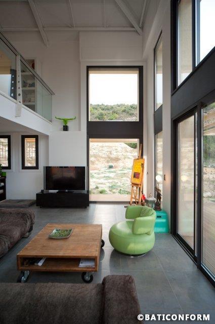 image salon double hauteur avec mezzanine ouverte baticonform - Maison Moderne Avecmezzanine