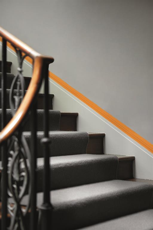 Peinture murale la nouvelle tendance des gris couleur de zinc d 39 ardois - Escalier peint en taupe ...
