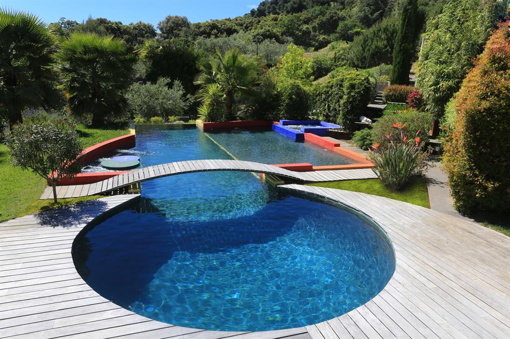 Piscine de forme ronde diffazur piscines ref domozoom for Accessoire nage piscine