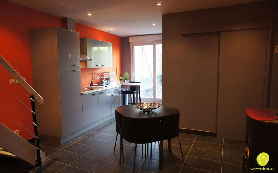 cuisine blanche et mur de fond orange mdeko photo n 21. Black Bedroom Furniture Sets. Home Design Ideas