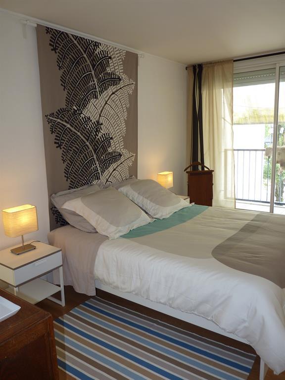 lits modernes adultes chambre adulte design blanc lit moderne personnes blanc et basalte with. Black Bedroom Furniture Sets. Home Design Ideas