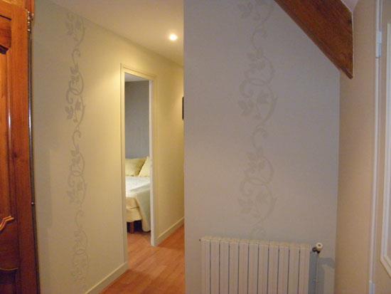 Le papier peint aux murs isabelle roy photo n 73 domozoom for Papier peint couloir moderne