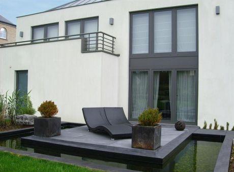 terrasse design ma onn e avec bassin servais sommeillier. Black Bedroom Furniture Sets. Home Design Ideas