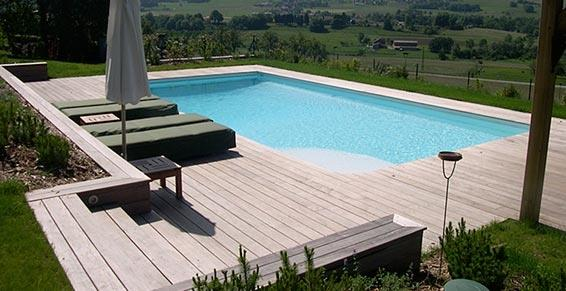 terrasse bois avec piscine diverses id es de conception de patio en bois pour. Black Bedroom Furniture Sets. Home Design Ideas