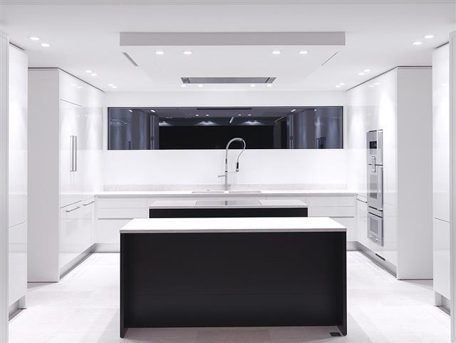 Cuisine contemporaine noire et blanche studio guilhem for Cuisines contemporaines design