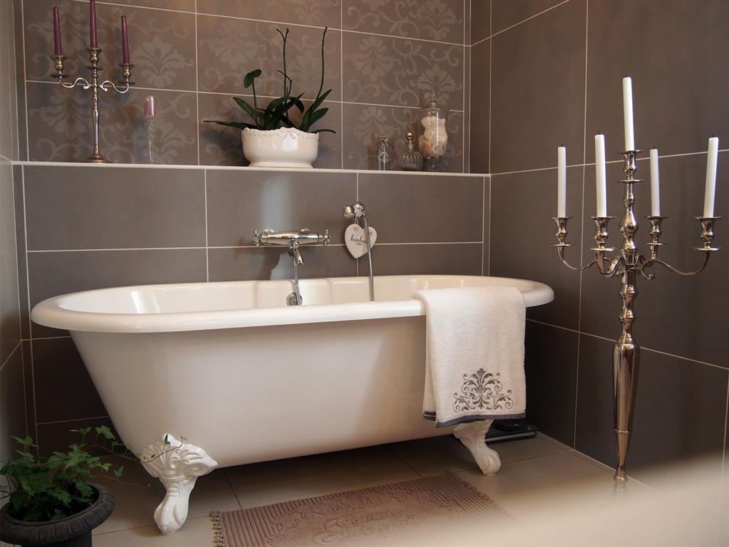 12 salles de bains pour choisir son carrelage et sa faïence