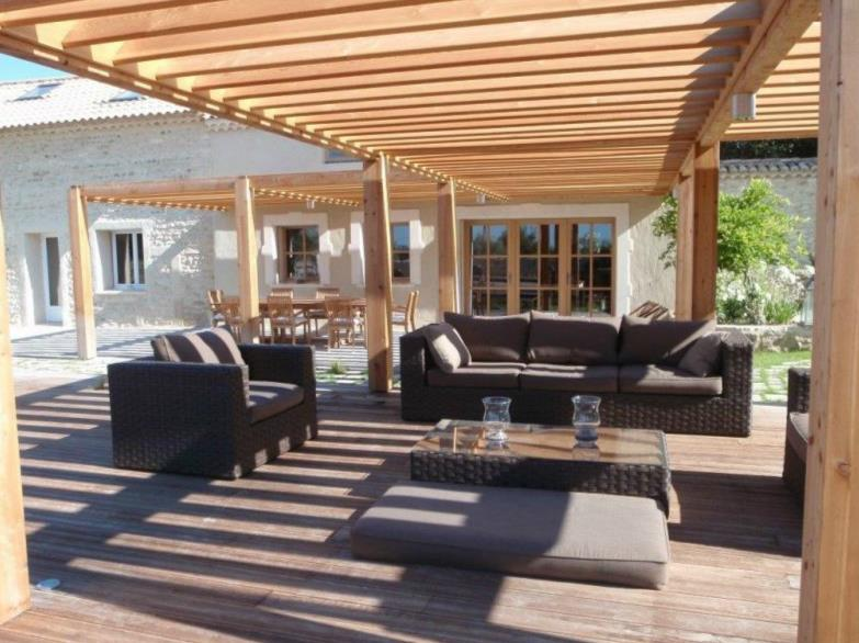 terrasse avec pergolas bois. Black Bedroom Furniture Sets. Home Design Ideas