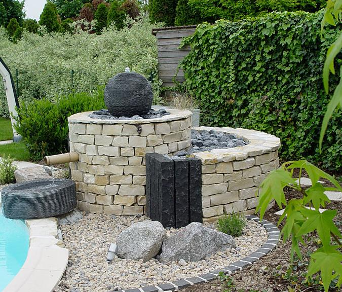 Fontaine au bord d 39 une piscine olgreen photo n 77 domozoom for Modele de jardin moderne