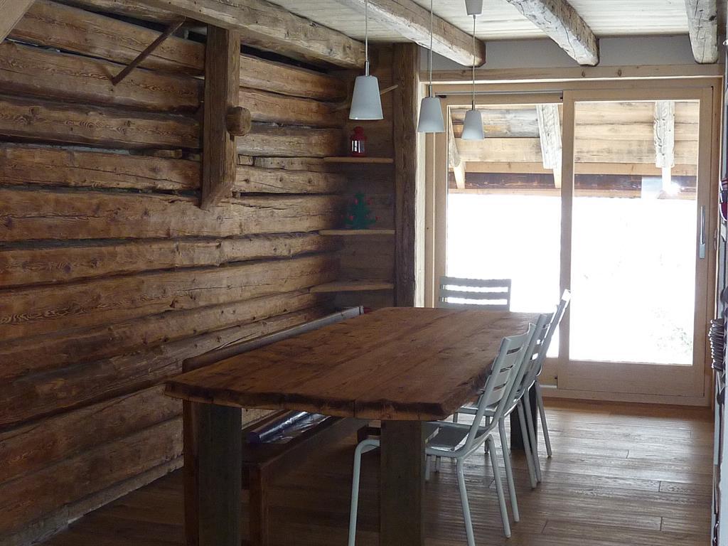 Découvrez la tendance du bois brut en décoration et insiprez vous ...