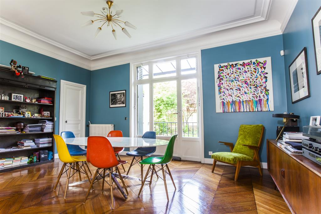 Ensemble salle à manger grande table Florence Knoll – sièges Tulipe Eero