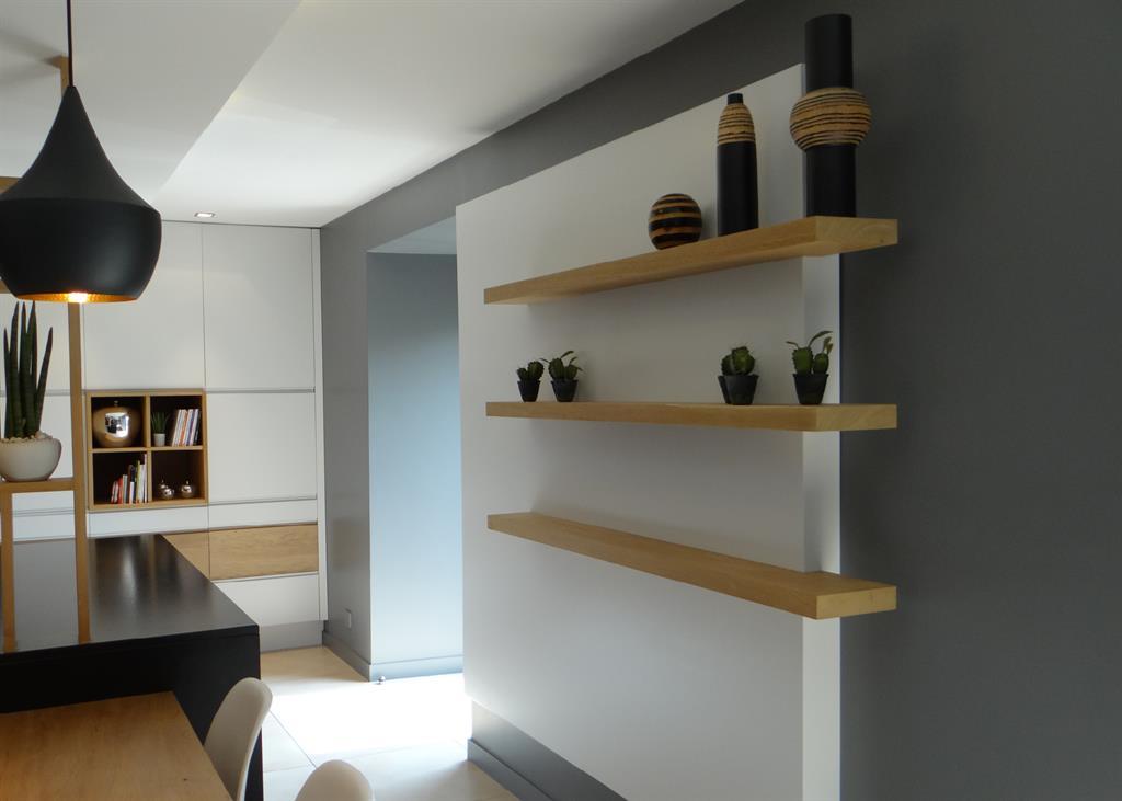 2tag res en bois en d calage du mur blanc un amour de maison Cuisine design bois