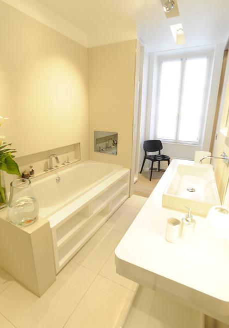Salle De Bain Blanche Moderne : 443981-salle-de-bain-moderne-salle-de-bain-blanche.jpg