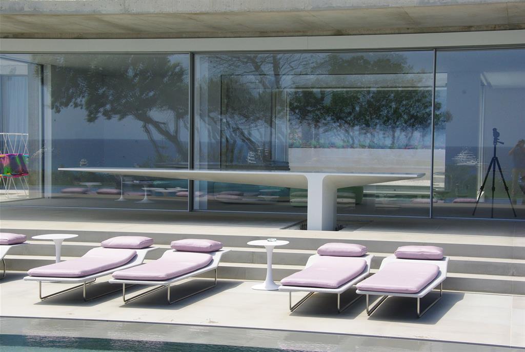 table ext rieure en b ton fibr haute performance massive. Black Bedroom Furniture Sets. Home Design Ideas