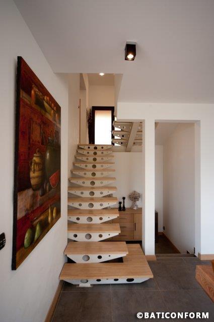 Escalier Bois Et Blanc : 449103-escalier-moderne-escalier-acier-blanc-et.jpg