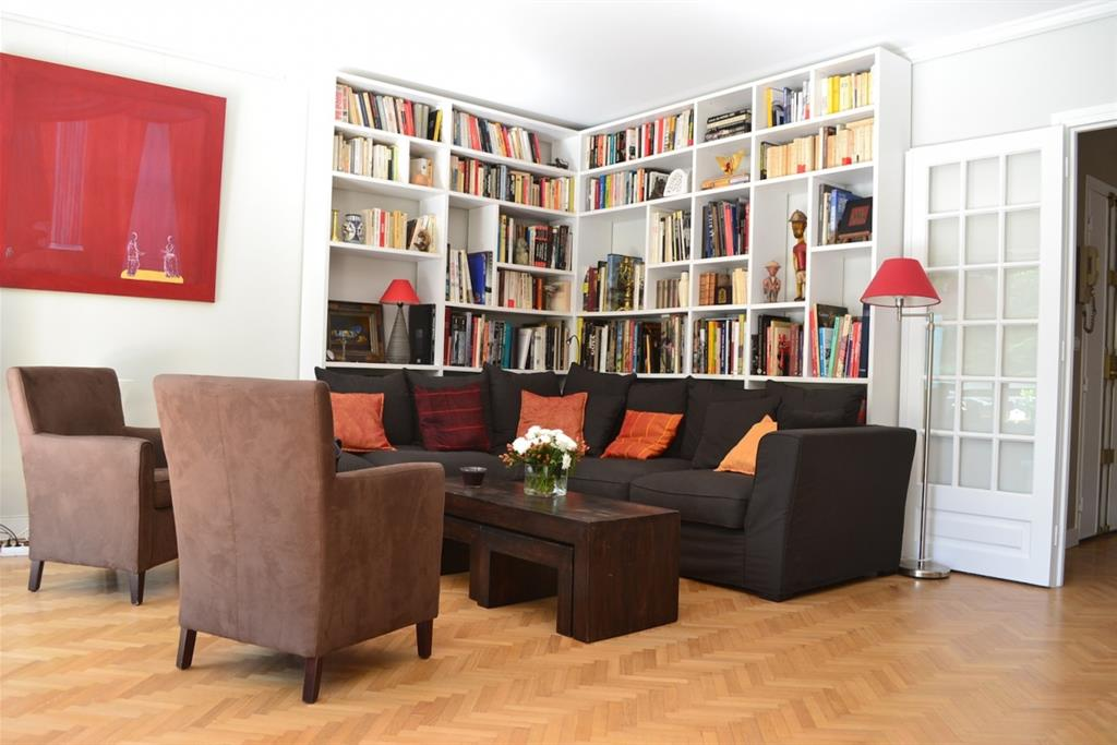 salon avec biblioth que agence volumes surfaces photo n 11. Black Bedroom Furniture Sets. Home Design Ideas