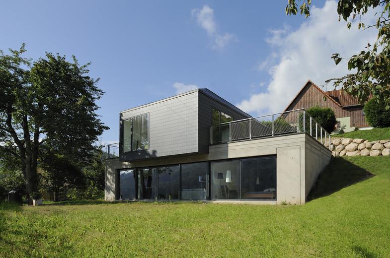 Maison encastr e dans la pente avec terrasses kauffmann wassmer - Pente terrasse exterieure ...