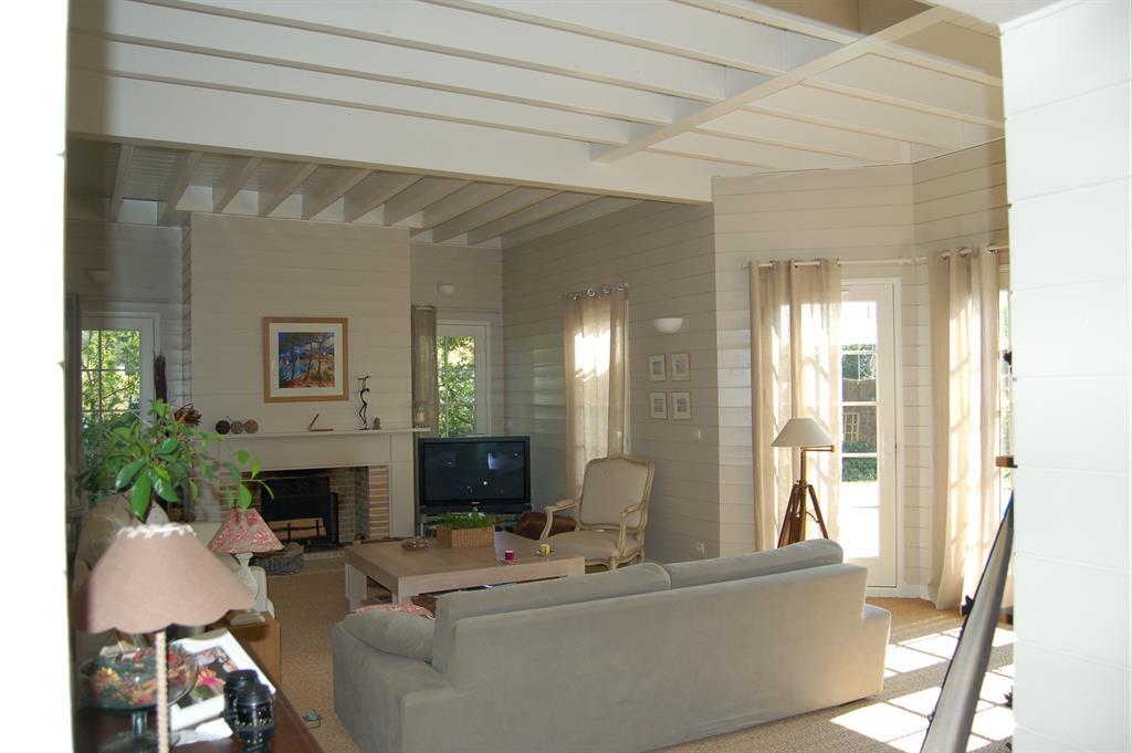 Mur En Bois Salon : 510563-salon-classique-salon-avec-murs-en.jpg