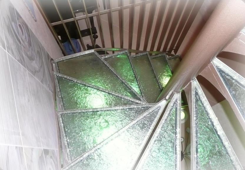Escalier colima on en verre et acier berard module espace - Escalier colimacon acier ...