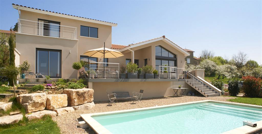 Belle villa avec piscine et terrasse mca le cercle artisanal - Image de belle villa ...