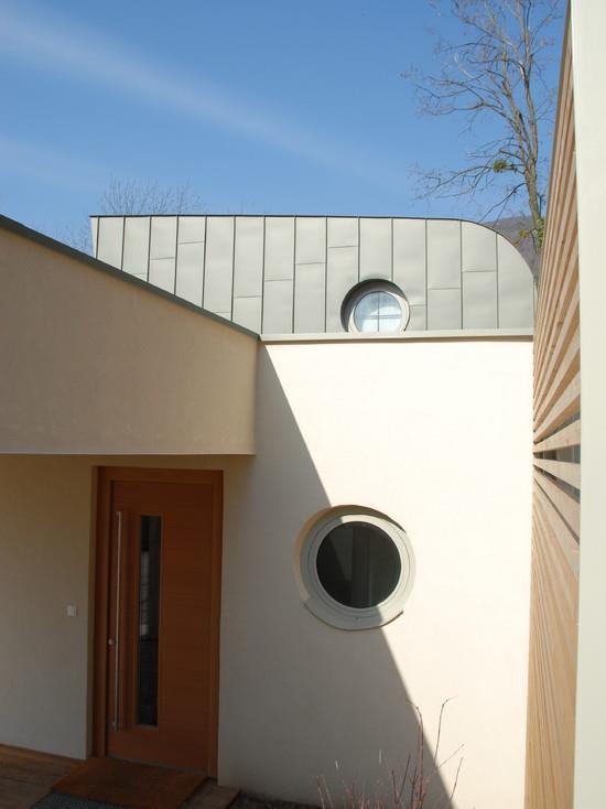 530351-vue-exterieure-moderne-maison-moderne-avec-porche.jpg