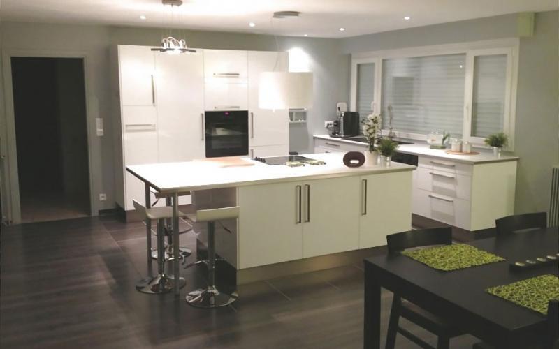 cuisine bois creme. Black Bedroom Furniture Sets. Home Design Ideas