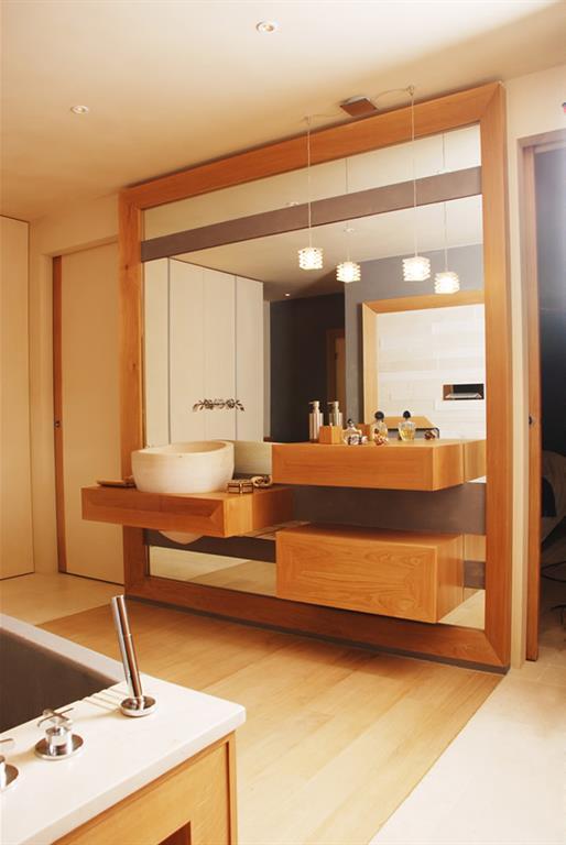 Salle de bain en bois vasque asym trique bois design - Salle de bain design bois ...