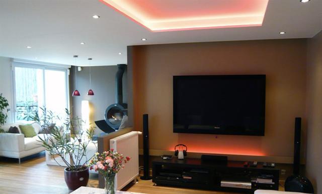 Salon tv en retrait architecture technologik photo n 35 for 90 degrees salon
